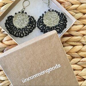 ⛱ NIB Uncommon-goods silver & black wire earrings